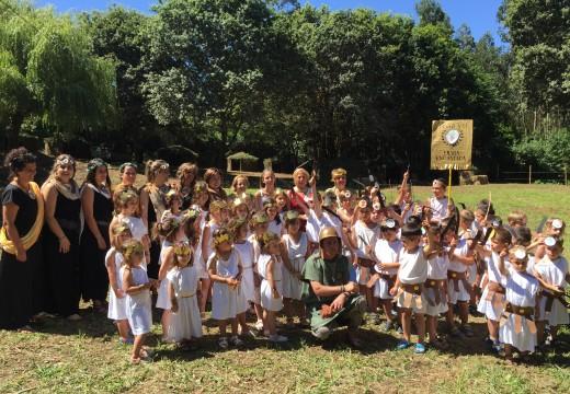 Os nenos da Fraga encantada danlle vida a Galaicoi