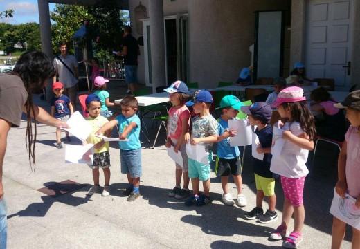 """Unha trintena de nenos e nenas orosáns participaron nos dous obradoiros gratuítos do programa  """"Todocosmos"""""""