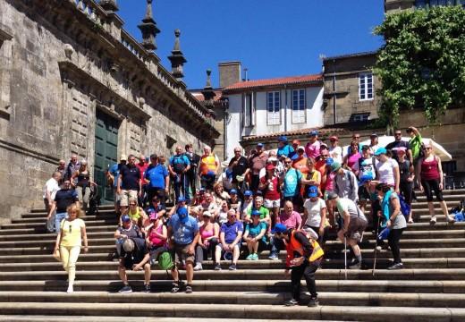 Un cento de persoas chegan a Compostela para reclamar unha variante do Camiño Inglés pola ría de Muros e Noia