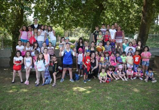 Sesenta nenos e nenas de Touro xa disfrutan do 'Xullo Lúdico'