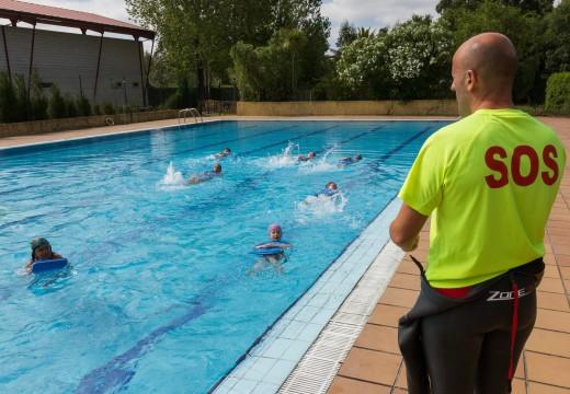 45 nenos e nenas participan nos cursos da piscina municipal de San Sadurniño