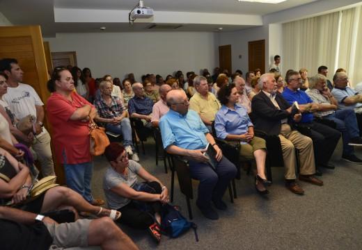 """Concorridísima presentación do libro de Plácido Betanzos """"Bágoas na Chuvia"""""""