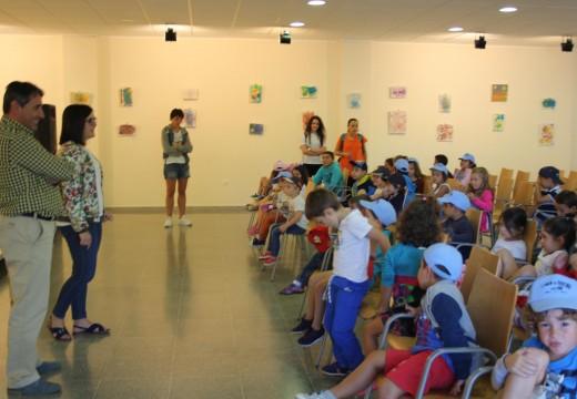 Inaugurada a exposición de pintura dos cativos do 'Summer Camp' de Oroso