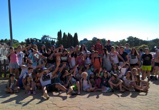 Preto de sesenta nenos e nenas participan na saída ao Aquapark do Concello de Oroso