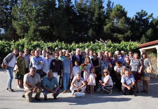 Antigos alumnos e alumnas homenaxean a Ramón Antonio Tojo García, mestre en Senra nos anos sesenta e setenta