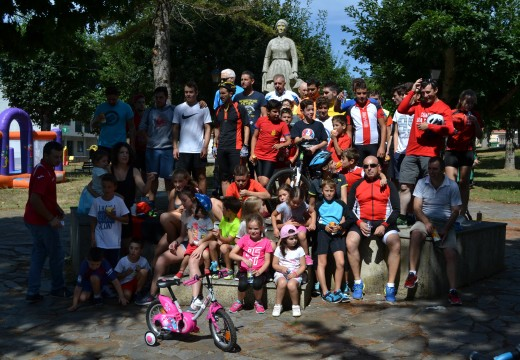 Máis de sesenta persoas participan no Día da Bicicleta de Frades
