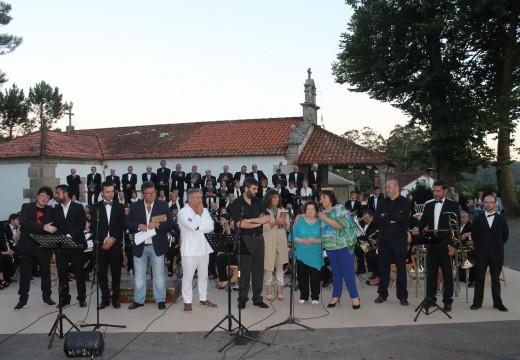 Máis de 500 persoas encheron o campo da Festa de San Roquiño (Lousame) na homenaxe a Prudencio Romo