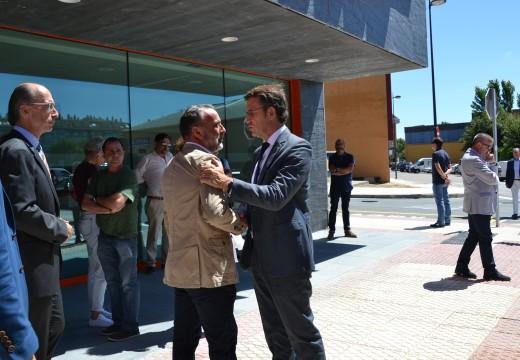 O Alcalde de Cambre solicita a Feijóo máis servizos para o novo centro de saúde de O Temple inaugurado hoxe