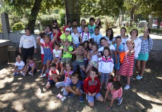 Unha trintena de nenos e nenas de Touro despiden ata o próximo verán 'Xullo e agosto lúdico', un programa educativo de lecer que conciliou vida laboral e familiar
