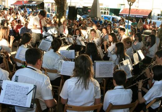 A XVII Xuntanza de Bandas de Música convértese nun recoñecemento ao labor de Fernando Gontad