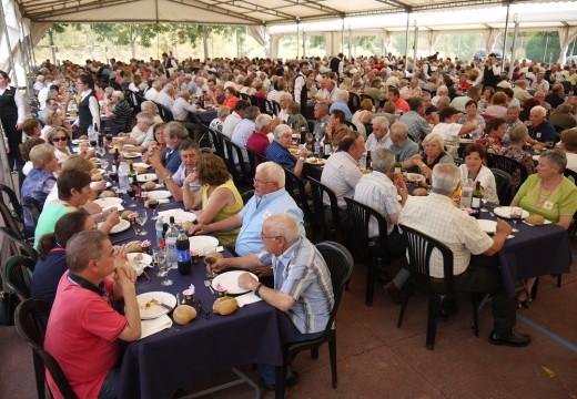 Touro homenaxea a 800 maiores na súa XXIV Festa da Terceira Idade