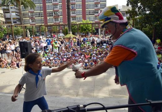 O Paiaso Popín acende a ilusión de máis dun cento de nenos no primeiro día das festas