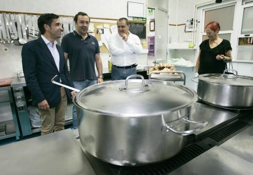 Rey Varela destaca o labor social da Cociña Económica de Ferrol a prol de cubrir as necesidades básicas das persoas que máis o precisan
