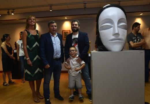 26 esculturas e 16 pinturas exhíbense nunha exposición retrospectiva de Jontxu Argibay no Centro Cultural Lustres Rivas de Riveira