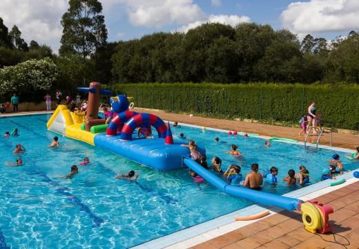 San Sadurniño clausura os cursos de natación e a Aldea de Verán