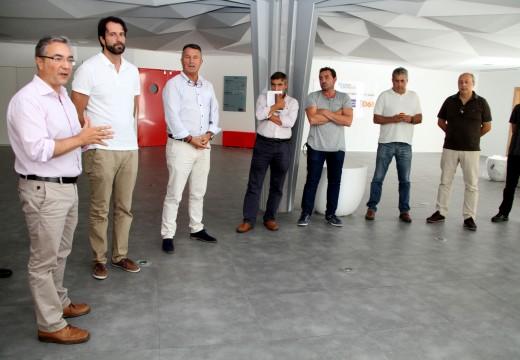 Un grupo de bombeiros galegos visita o novo Centro de Atención ás Emerxencias de Galicia
