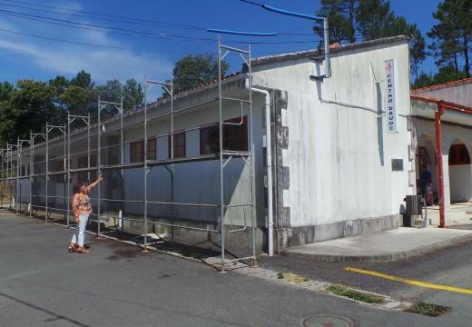 Comezan as obras para a renovación da cuberta do Centro de Saúde de Lousame