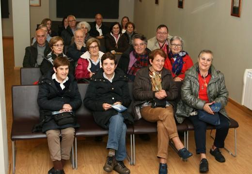 Amigos da arqueoloxía visita o Museo do Traxe