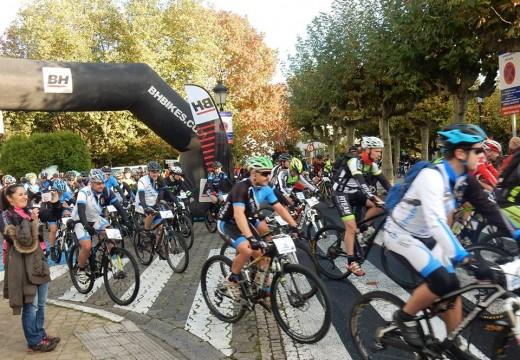 Máis de 300 ciclistas completan un esixente XII Roteiro das Mariñas