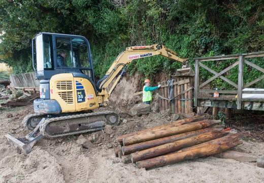 A Demarcación de Costas comeza a reparar a pasarela da praia de San Valentín