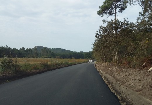 Concluídos os traballos de pavimentación e ampliación do vial entre Gándara en Riveira e Campo de Patas en Porto do Son
