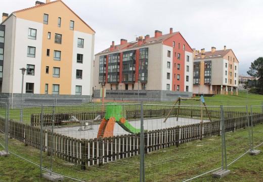 O Concello de Brión inviste 22.000 euros en melloras nos parques infantis de Devesa da Gándara e Monte Devesa