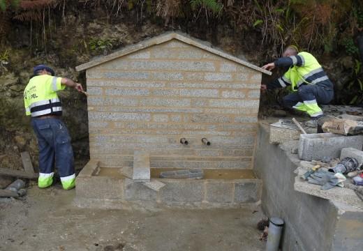 Touro continúa co traballo de restauración e rehabilitación de fontes e manantiais e acondiciona unha nova fonte na parroquia de Novefontes