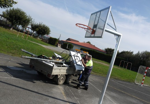 O Concello de Touro renova o equipamento deportivo do colexio CPI Fonte Díaz