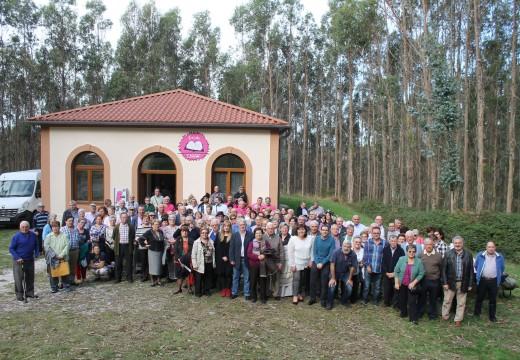 Máis de 150 alumnos e alumnas participaron en Lousame na inauguración do curso académico da UNED Sénior Coruña
