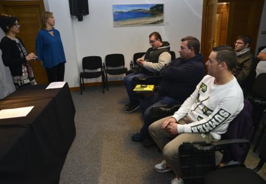 Vinte veciños cursaron un curso de operador de carretillas elevadoras impartido polo concello de Riveira