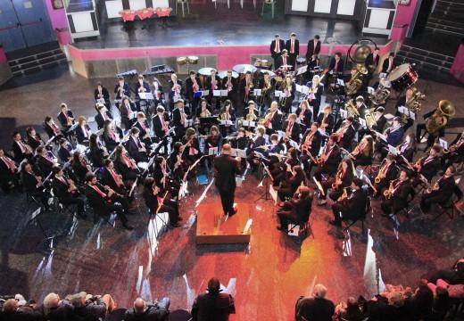 A Banda de Música Isabel II de Touro, acompañada da Banda de Calo, celebraron Santa Icía cun concerto