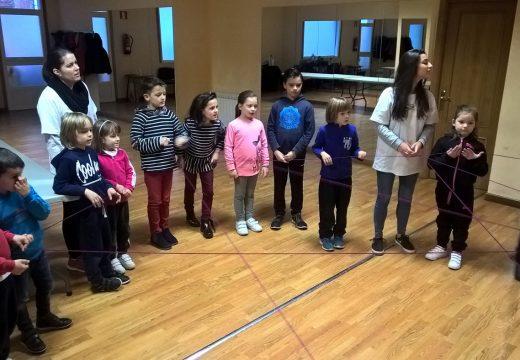 Máis de 30 nenos e nenas participan nas actividades de concilicación de Nadal do Concello de Ordes