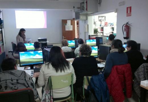 Dezaséis veciñas de Lousame inician un curso gratuíto de Informática para Emprendedoras de 30 horas lectivas