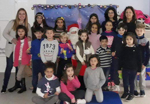 Os nenos e nenas do Lousame Concilia reciben a visita de Papá Noel