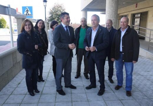 O alcalde de Touro solicita ao novo delegado da Xunta na Coruña, Ovidio Rodeiro, apoio para rematar a senda peatonal da AC-240 e investimento para o CPI Fonte Díaz e para saneamento nas parroquias