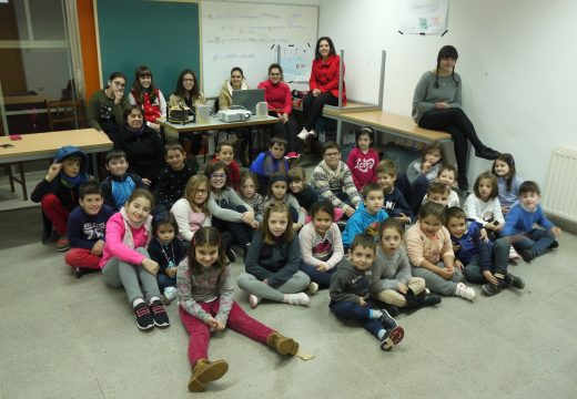 Nenos e nenas de Touro, no Nadal Lúdico de Touro