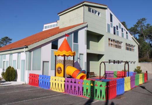 O Concello de Lousame inviste máis de 30.000 euros no acondicionamento dos parques infantís de Portobravo e Escabia