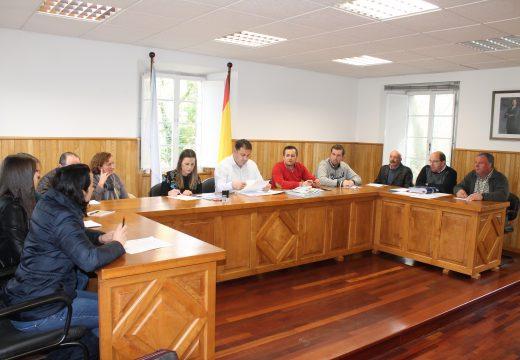 Aprobados os orzamentos do Concello de Frades para 2017, que superan os 2 millóns de euros e recollen unha débeda bancaria cero