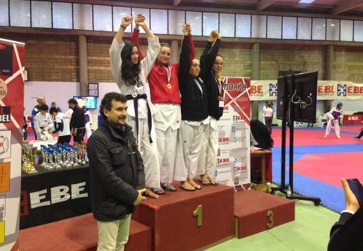 A orosá Sara Gacio Cendal logra a medalla de ouro en combate no open internacional de Moaña de taekwondo
