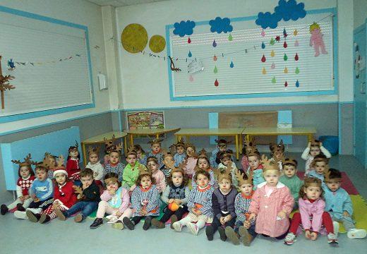 Os paxes reais chegan á escola infantil municipal Sorrisos