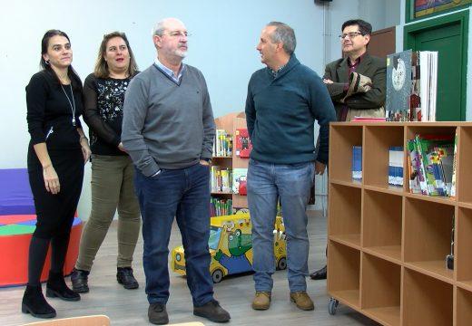 O concelleiro de Educación visitou as obras de mantemento realizadas no CEIP Monte dos Postes