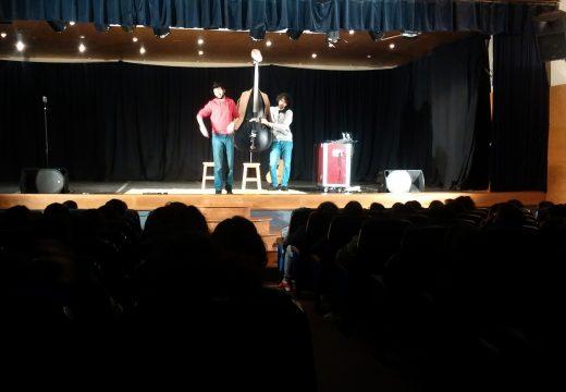 350 alumnos do municipio celebran o Día da Ilustración de Galicia con teatro no Auditorio
