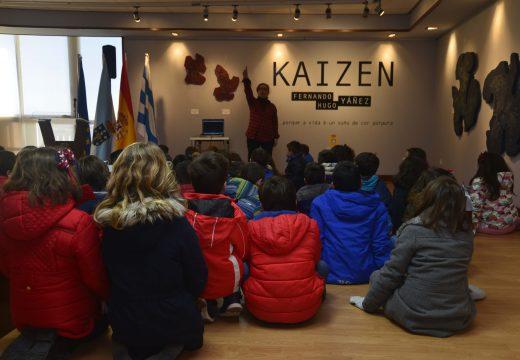 O concello de Riveira promove a celebración visitas escolares á exposición Kaizen no Centro Cultural Lustres Rivas