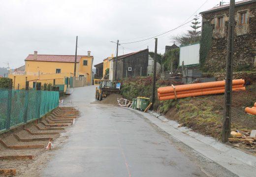 O Concello de Lousame inicia as obras de mellora dos accesos ao local social de Cruído