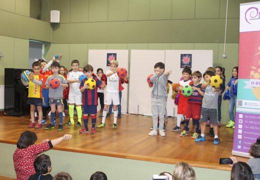 O alumnado da Escola Municipal de Música Magariños de Brión encheu o polivalente no seu tradicional Concerto de Entroido