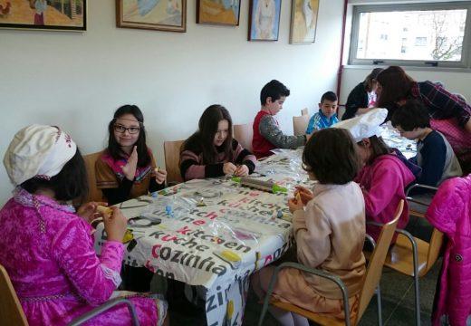 Sesenta nenos e nenas de Oroso aprenden a facer cup-cakes de Entroido