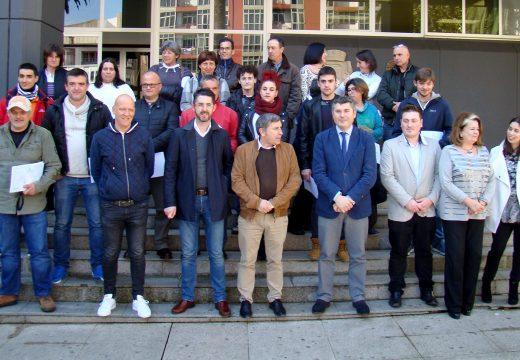 Os alumnos dos Obradoiros de Emprego de Ribeira e Porto do Son, financiados pola Xunta de Galicia, reciben os seus diplomas