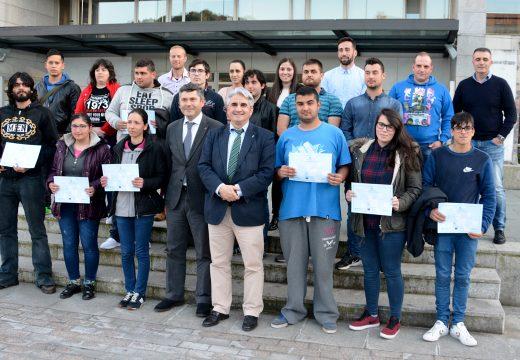 Remata o obradoiro de emprego de Boiro coa entrega de diplomas aos 15 alumnos-traballadores que se formaron en actividades en viveiros, xardíns e centros de xardinería