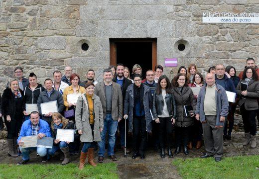 Os alumnos do obradoiro de emprego de Santa Comba, Mazaricos e Dumbría, financiado pola Xunta, reciben os diplomas