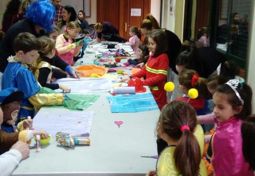 Medio cento de nenos e nenas participaron nos obradoiros gratuítos de máscaras e de disfraces do Concello de Frades